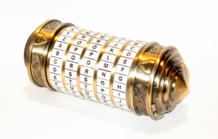 Un cryptex indiquant APPLE