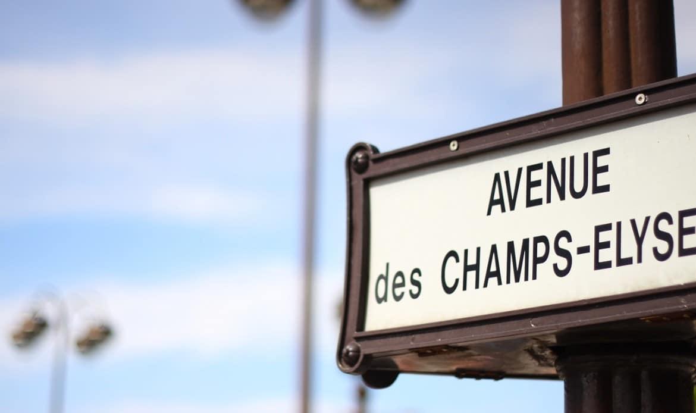 Un panneau Avenue des Champs Elysée