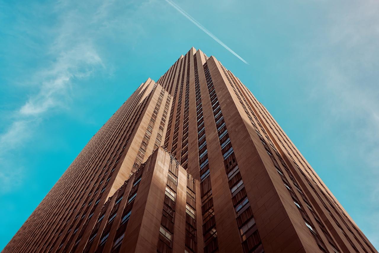 Un immeuble vu d'en bas