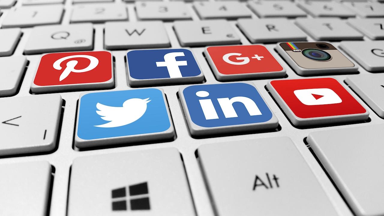 Un clavier muni de touches spécial réseaux sociaux