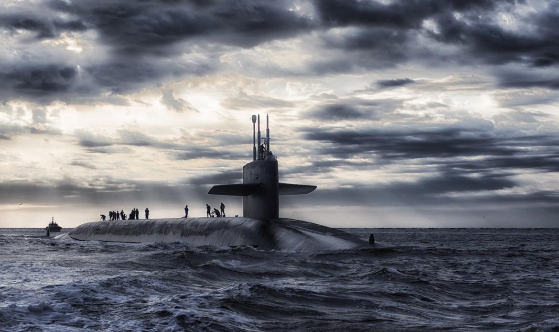Un sous-marin en pleine mer