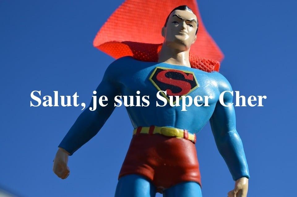 """Superman en plastique avec écrit """"Salut, je suis super cher"""""""