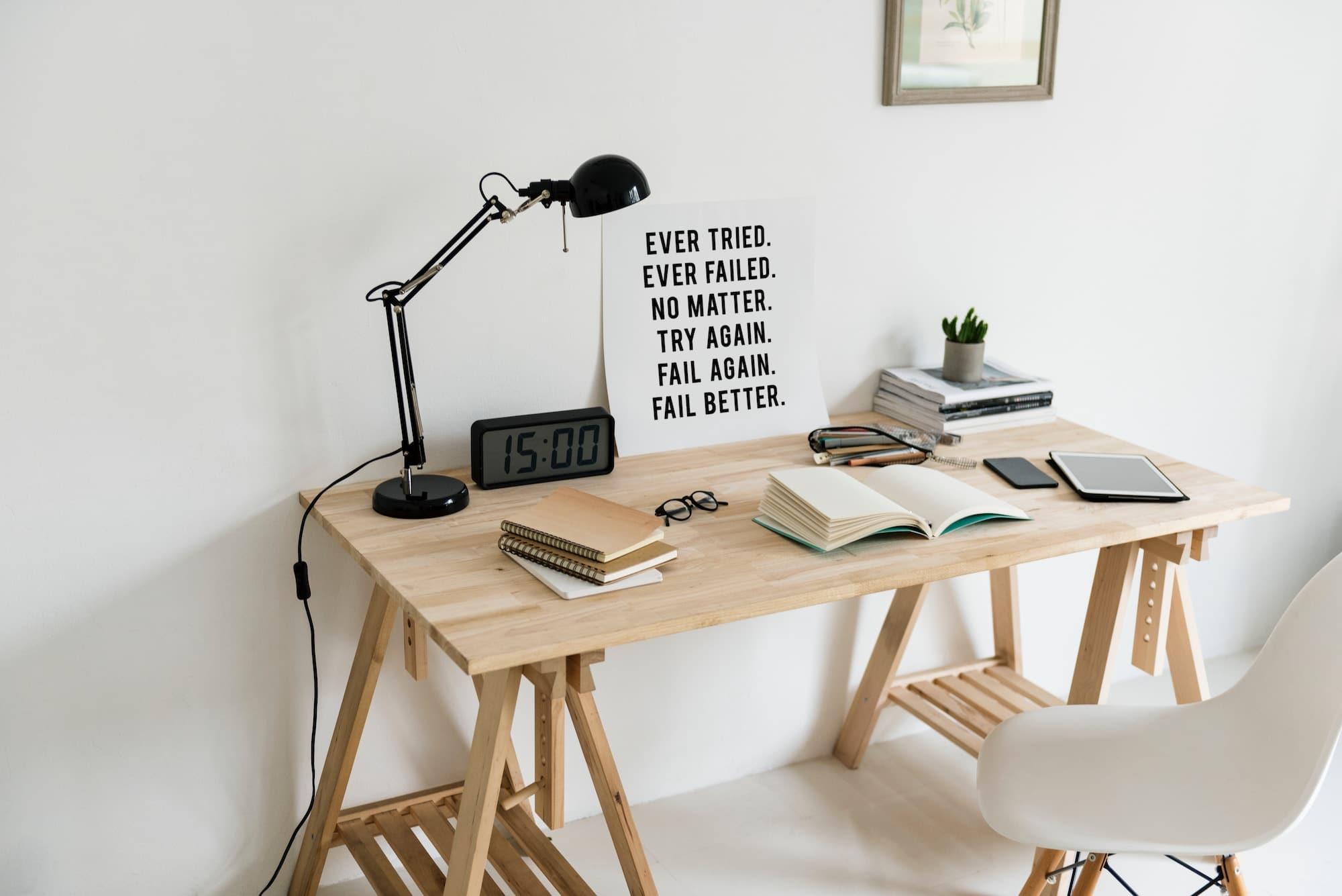 Panneau sur bureau