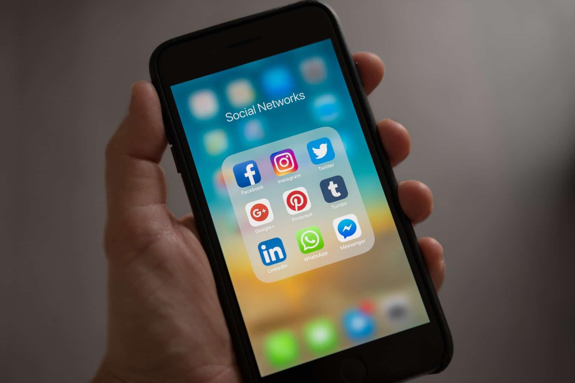Téléphone réseaux sociaux