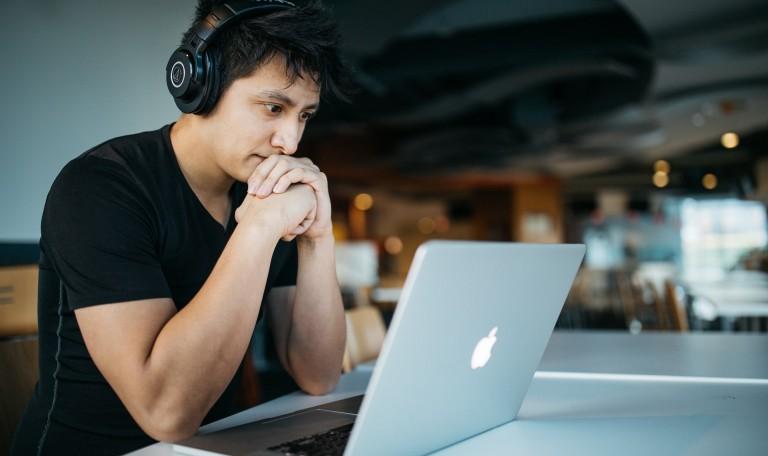 4 podcasts pour l'entrepreneur : une formation sur écoute